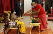 सम्माननीय राष्ट्रपति श्रीमती विद्यादेवी भण्डारीज्यूबाट उपत्यकाका ब्राह्मण राजोपाध्यायहरूद्वारा श्रावणीकर्ममा स्थापना गरिएको राजकलशको अभिषेक ग्रहण